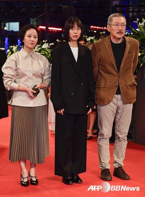 지난 2월 \'도망친 여자\'로 베를린 국제영화제에 참석한 서영화, 김민희, 홍상수 감독 (왼쪽부터) / 사진=AFPBBNews뉴스1