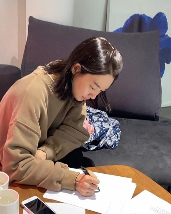 신민아 /사진=에이엠엔터테인먼트 공식 인스타그램