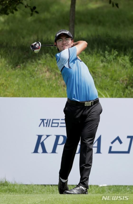 김성현이 9일 10번홀에서 티샷을 하고 있다. /사진=뉴시스
