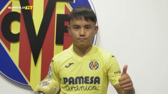 쿠보가 스페인어로 비야레알 첫 인사를 하는 모습이다. /사진=비야레알 SNS 캡처
