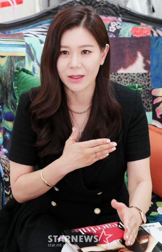 """최희선 대표 """"설현 통신사 입간판, 뒤태 살리는 의상 준비했죠""""(인터뷰②)"""