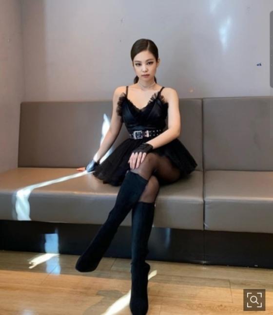 블랙핑크 제니, 독보적 섹시美 '블랙스완🖤 젠득이'