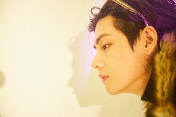 방탄소년단 뷔(BTS V) v cut /사진=방탄소년단 공식 트위터