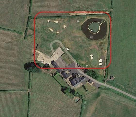베일의 대저택(아래). 위쪽에는 3개의 골프 코스가 보인다. /사진=영국 더 선