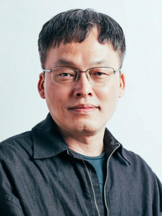 코로나로 韓영화계 최악인데..임기 1년 영진위원장이라니