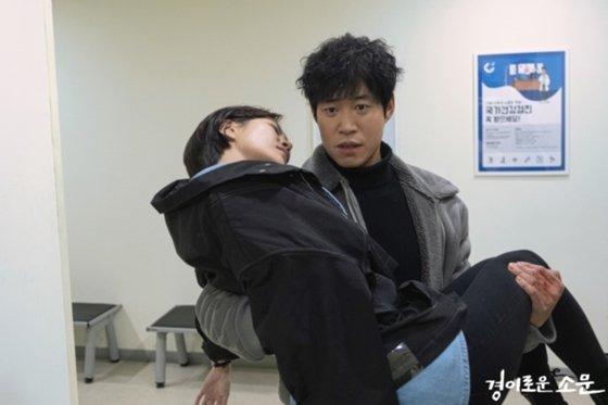 OCN 토일 오리지널 \'경이로운 소문\' 김정영 역 배우 최윤영과 가모탁 역 유준상/사진=OCN