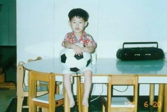손흥민의 어린 시절 모습. /사진=토트넘 공식 SNS