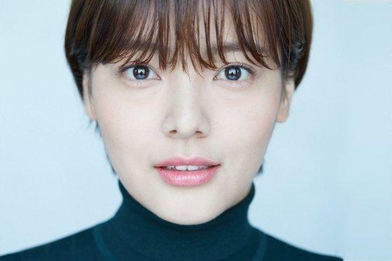 써브라임 아티스트 에이전시가 소속 배우였던 고 송유정과 관련해 유튜버와 가로세로연구소를 사자 명예훼손으로 고소했다.