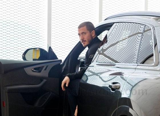 아자르가 사진 촬영에 임하고 있다. /사진=레알 마드리드 공식 홈페이지