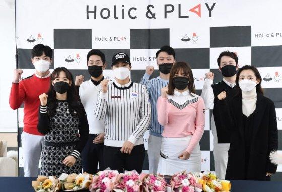(왼쪽부터 시계방향)이종수, 정용훈, 박정우, 김요한 프로, 선정선 대표, 채아라, 신보민, 이혜경 프로