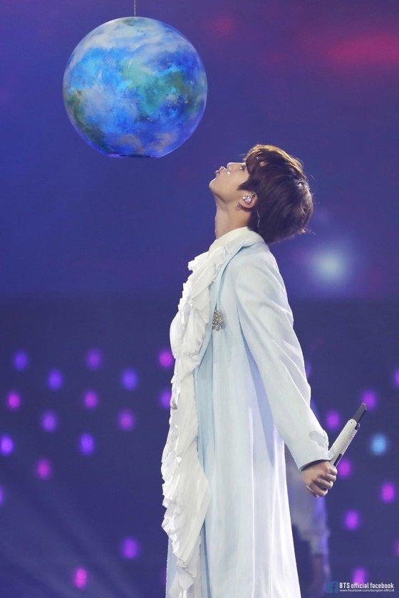 방탄소년단 진(BTS JIN)의 \'Moon\' 무대