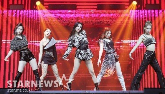 걸그룹 ITZY가 28일 마이뮤직테이스트에서 중계된 2020 Asia Artist Awards(2020 아시아 아티스트 어워즈, 2020 AAA)에서 멋진 무대를 선보이고 있다. 스타뉴스가 주최하고 AAA 조직위원회가 주관하는 AAA는 어디에서도 보지 못했던 새로운 무대를 선보이며 전 세계 팬들의 눈과 귀를 사로잡아 명실상부 NO.1 글로벌 시상식으로 거듭났다. / 사진=김창현 기자 chmt@