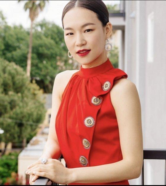 한예리가 제93회 아카데미 시상식에서 입은 루이비통 드레스. 미국 패션지 보그는 한예리 드레스를 이날 시상식 베스트 드레스 중 하나로 꼽았다. /사진출처=보그매거진 인스타그램