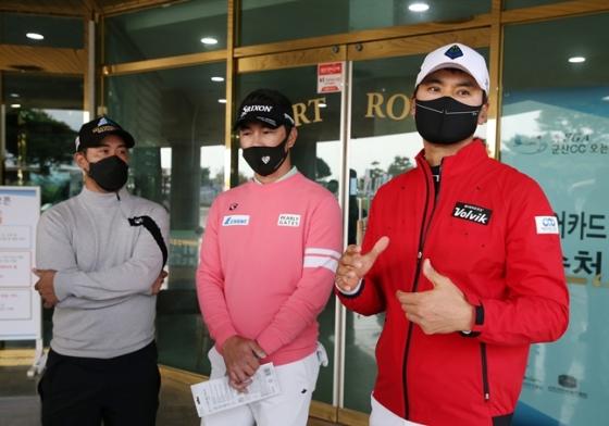 경기 후 인터뷰에 나선 박재범, 김형성, 박찬호(왼쪽부터)./사진=KPGA