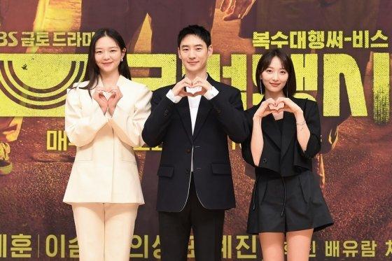 배우 이솜, 이제훈, 표예진(좌측부터) /사진제공=SBS