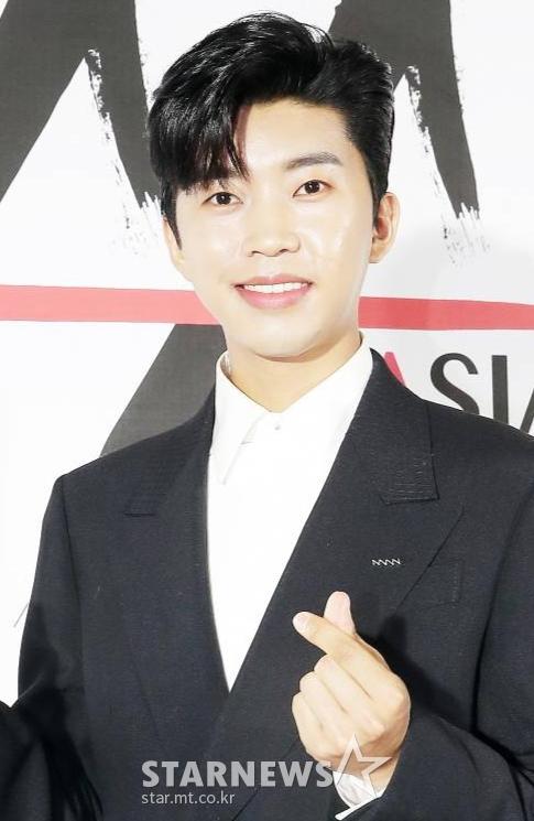 임영웅 '화창한 날씨 소풍 함께 가고 싶은 남자 가수' 중간 결과 1위 [스타폴]