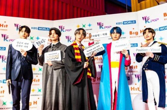 /사진=투모롱루바이투게더 KBS WORLD '위케이팝' 출근길 현장 모습