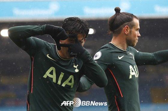 지난 8일 리즈유나이티드전에서 골을 터뜨린 뒤 골 세리머니를 펼치고 있는 손흥민. /AFPBBNews=뉴스1