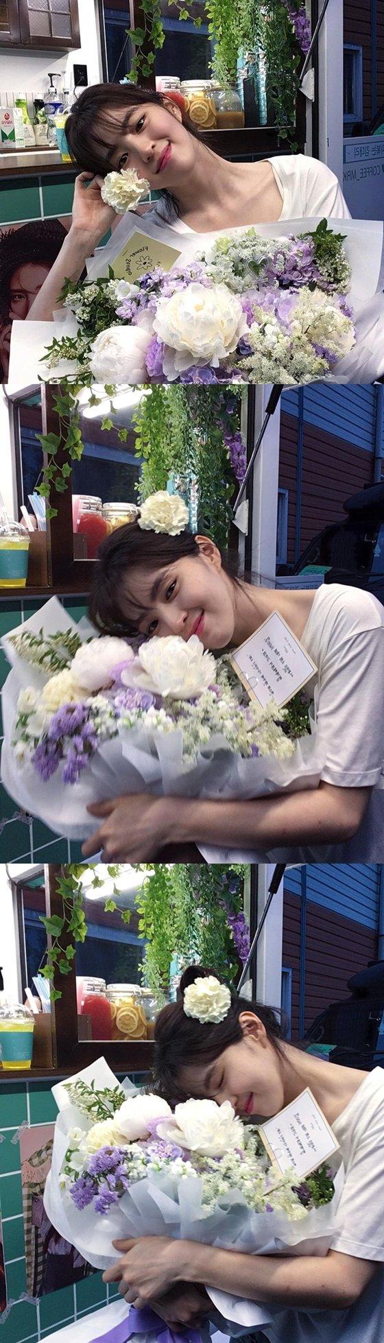 배우 한소희가 꽃보다 아름다운 미모로 팬들의 시선을 사로잡았다./사진=한소희 인스타그램