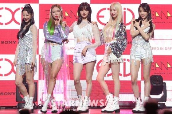 그룹 EXID가 15일 오후 서울 용산구 한남동 블루스퀘어에서 열린 다섯 번째 미니앨범 '위(WE)' 발매 기념 쇼케이스에서 포즈를 취하고 있다. /사진=김휘선 기자 hwijpg@
