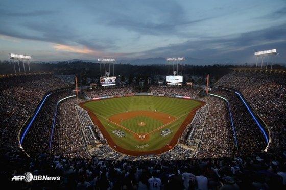 2018년 LA 다저스와 보스턴 레드삭스의 월드시리즈 5차전이 열린 다저스타디움 전경. 사진은 기사의 특정 내용과 관계 없음. /AFPBBNews=뉴스1