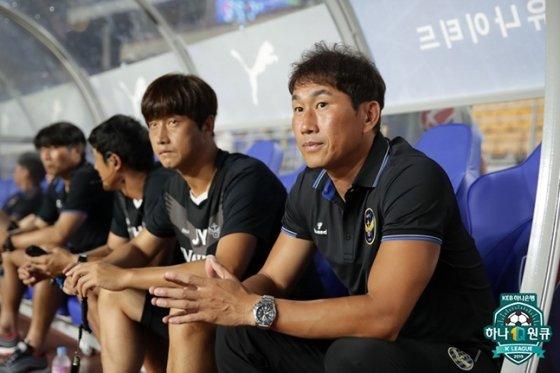 2019년 당시 유상철(오른쪽) 인천유나이티드 감독과 임중용 수석코치. /사진=한국프로축구연맹