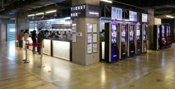 CGV, 롯데시네마에 이어 메가박스가 영화관람료를 1000원 인상했다.