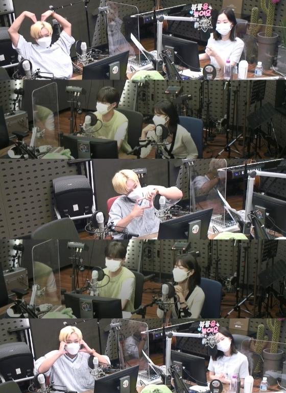 KBS 라디오 쿨FM '강한나의 볼륨을 높여요'에 박지훈이 출연했다./사진=KBS 쿨FM '강한나의 볼륨을 높여요' 보이는 라디오 캡처
