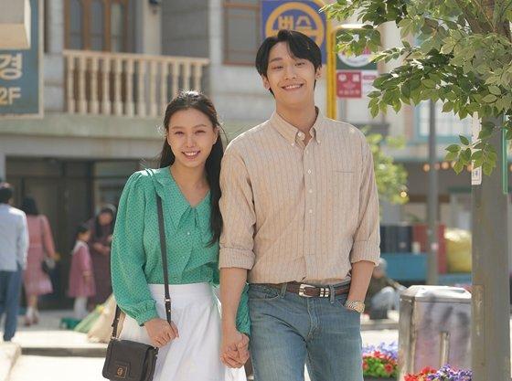 KBS 2TV 월화드라마 '오월의 청춘'의 고민시, 이도현/사진=이야기 사냥꾼