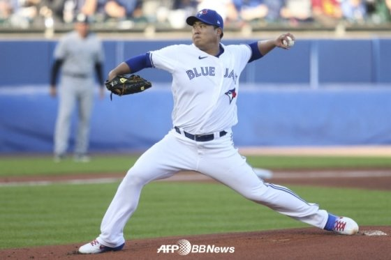류현진이 16일(한국시간) 뉴욕 양키스를 상대로 투구하고 있다.  /AFPBBNews=뉴스1