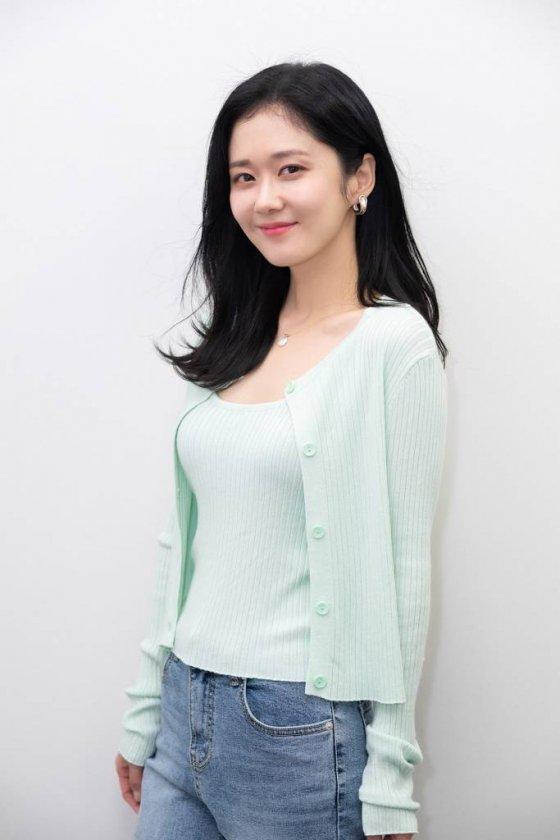 KBS 수목드라마 '대박부동산'의 주연배우 장나라가 16일 오후 온라인으로 진행된 종영 인터뷰를 위해 포즈를 취하고 있다. /사진제공=라원문화 2021.06.16