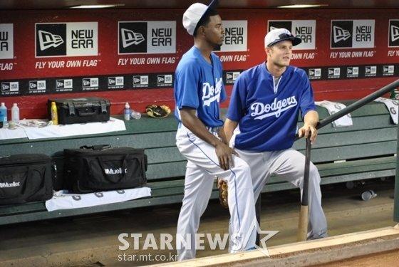 LA 다저스 시절 닉 버스(오른쪽).  /사진=이상희 통신원