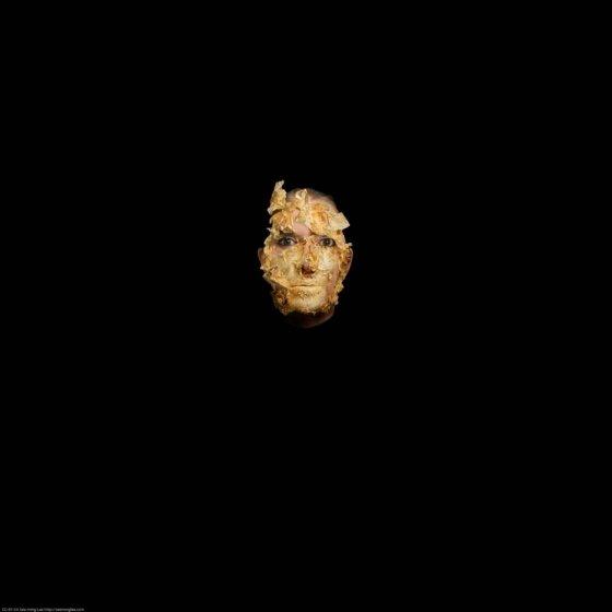 Marina Abramovic, '황금 가면(Golden Mask)', 2010.  사진제공= art.sy via Flickr/Creative Commons.