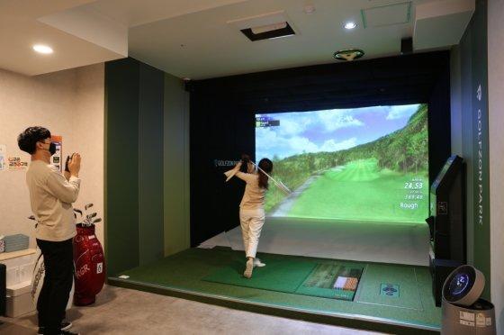 골프존이 골프존 매장 이용고객 6,300명을 대상으로 스크린골프 코스 선호도 관련 설문조사를 진행했다.