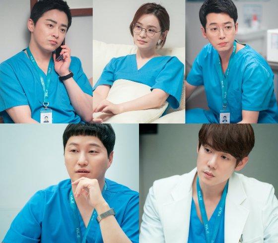 tvN '슬기로운 의사생활 시즌2'에서 1년이 흐른 후 5인방이 완전체로 다시 뭉쳤다./사진제공=tvN