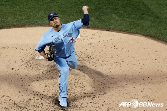 류현진이 25일(한국시간) 뉴욕 메츠를 상대로 공을 던지고 있다.  /AFPBBNews=뉴스1