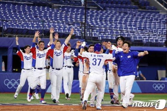 29일 이스라엘전. 끝내기 순간, 기뻐하는 한국 선수들. /사진=뉴스1