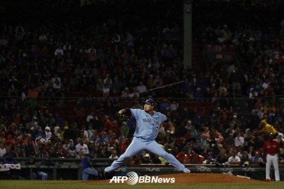 류현진이 30일(한국시간) 보스턴을 상대로 공을 던지고 있다. /AFPBBNews=뉴스1