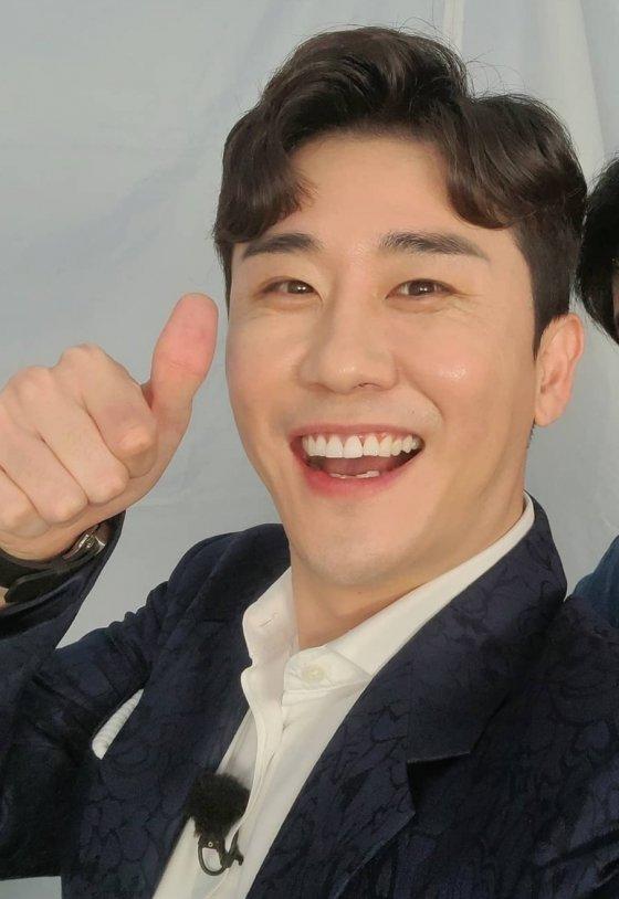 가수 영탁(Young Tak)