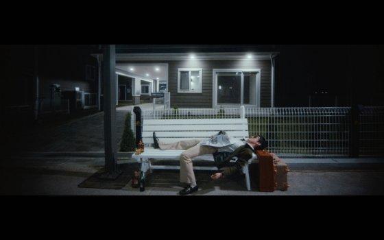 'BENCH' 오피셜 비디오 화면 캡처
