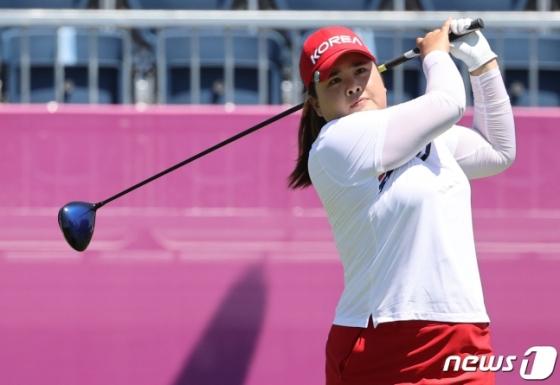 박인비가 5일 일본 사이타마현 가스미가세키 컨트리클럽에서 열린 '2020 도쿄올림픽' 여자 골프 2라운드에서 샷을 하고 있다. /사진=뉴스1