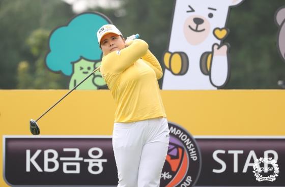 박인비가 KB금융 스타챔피언십 최종라운드 1번홀에서 티샷을 하고 있다./사진=KLPGA