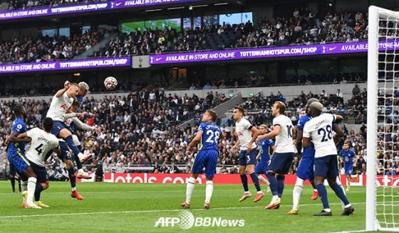 20일 토트넘-첼시전에서 티아고 실바의 헤더 선제골 순간. /AFPBBNews=뉴스1