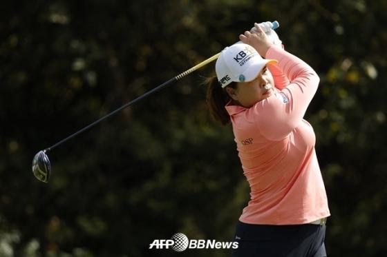 박인비가 3일(한국시간) 미국여자프로골프(LPGA)투어 숍라이트클래식 2라운드16번홀에서 티샷을 하고 있다./AFPBBNews=뉴스1
