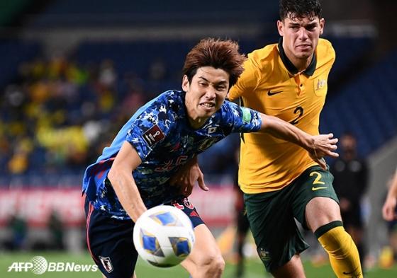 일본축구대표팀 오사코 유야(왼쪽). /AFPBBNews=뉴스1