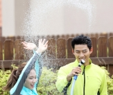 페이-택연, '물 만났네!'
