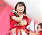유아, '축구대표팀 오빠들 응원해요!'