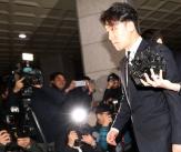 '성접대 및 마약 의혹' 승리 자진출석