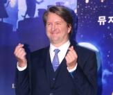 한국 찾은 톰 후퍼 감독