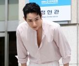이수혁 '조각미남의 인사'